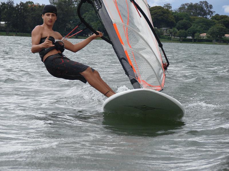 Aluno do Clube praticando Windsurf
